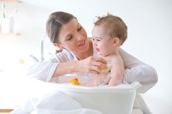 Sử đụng đèn sưởi nhà tắm an toàn cho trẻ nhỏ